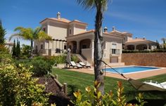Excellent 4+1 bedroom Villa in a residential condominium, at The Crest, Algarve.