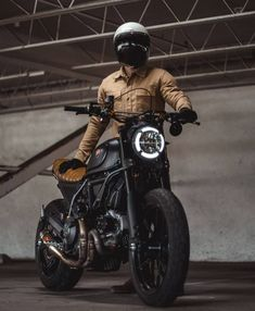 You gotta love this bike. Harley Scrambler, Ducati Scrambler Custom, Scrambler Icon, Triumph Scrambler, Retro Bike, Retro Motorcycle, Motorcycle Bike, Maxi Scooter, Scooter Moto
