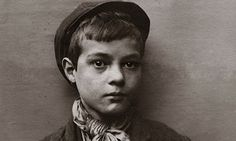 Spitalfields nippers: rare photographs of London street kids in 1901 – in pictures The Guardian,uk