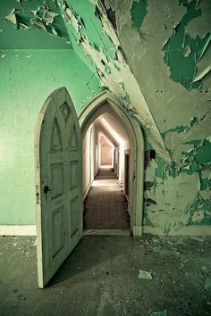 The #abandoned Dundas Castle now lies hidden on a sprawling 964 acres of forestland in Roscoe, NY,