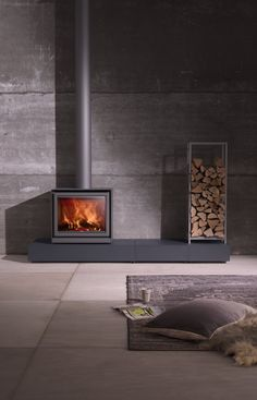 I like the idea of the modern elevated hearth for the wood burning stove. Wood Burning Stove Insert, Wood Burning Logs, Wood Burning Fireplace Inserts, Home Fireplace, Fireplace Design, Fireplaces, Casa Patio, Freestanding Fireplace, Pellet Stove