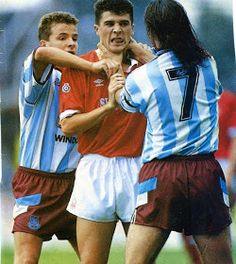 Roy Keane doing what he does best. Football Fight, Football Shirts, Nottingham Forest Football Club, Funny Football Memes, West Ham United Fc, Roy Keane, Eric Cantona, Sport Nutrition, Football Images