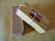 *SULFUREO* sapone allo zolfo: Olio di Oliva Extravergine saponif. (Sodium Olivate) Olio di lino saponif. (Sodium Linoleate) Olio di riso saponif. (Sodium Ricate) Olio di cocco saponif. (Sodium Cocoate) Olio di mandorle Oleolito di calendula Zolfo Ossido di zinco Olii ess. di lavanda, ginepro, tea tree, limone, lemongrass  Sapone adatto alle pelli impure. Indicato come coadiuvante nel trattamento dell'acne e di quei fastidiosi brufoletti adolescenziali e non. Azione purificante, anti-impurità