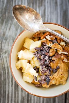 the nut butter bowl is my high protein, healthy fat, gluten-free, delicious alternative to the sugar-loaded smoothie bowl, plus it's low FODMAP too! Recipe @kumquatblog