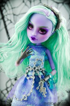 Custom Monster High Haunted Twyla Repaint