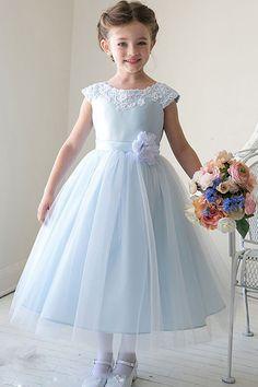 Нарядное платье для девочек из фатина: советы по выбору и шитью