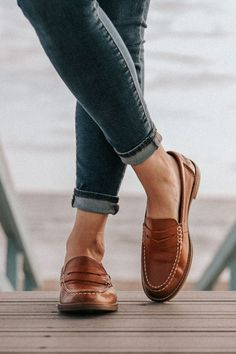 penny loafers for women outfits casual Loafers For Women Outfit, Loafers Outfit, Women's Loafers, Shoes Women, Casual Chic, Casual Shoes, Preppy Style, My Style, Penny Loafers