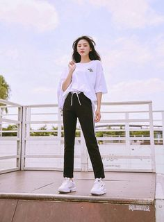 Clothing ideas on summer korean fashion 240 Korean Girl Fashion, Korean Fashion Trends, Ulzzang Fashion, Korean Street Fashion, Kpop Fashion Outfits, Korea Fashion, Asian Fashion, Korean Casual Fashion, Fashion Ideas