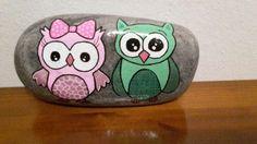 Ugler malet på sten med posca tusser