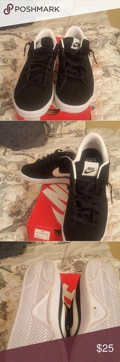 Nike's Black with white stripe (mens 8) Ladies 10 Nike Shoes Sneakers