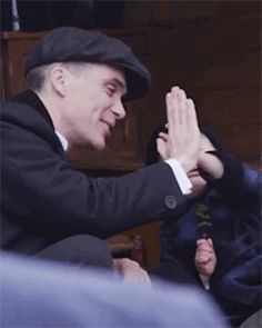 Cillian Murphy as Thomas Shelby in Peaky Blinders with little Charlie Shelby. Peaky Blinders Tommy Shelby, Peaky Blinders Thomas, Cillian Murphy Peaky Blinders, Cillian Murphy Movies, Peaky Blinders Season, Peaky Blinders Series, Peaky Blinders Quotes, Boardwalk Empire, Cillian Murphy Tommy Shelby