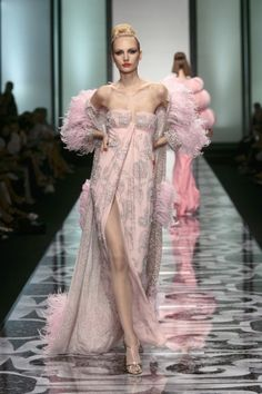 Valentino at Couture Fall 2007 - StyleBistro Fashion Mode, Pink Fashion, Couture Fashion, Fashion Show, London Fashion, Women's Dresses, Beautiful Gowns, Beautiful Outfits, Mode Rose