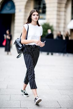 Street fashion: modelki off duty na Paris Fashion Week haute couture Style Outfits, Sporty Outfits, Fashion Outfits, Model Street Style, Womens Fashion Casual Summer, Street Outfit, Bollywood Fashion, Bollywood Saree, College Outfits