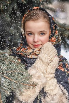 Russisches Mädchen in einem traditionellen Schal - Русь . Winter Photography, Children Photography, Fashion Photography, Russian Beauty, Russian Fashion, Beautiful Children, Beautiful Babies, Cute Toddlers, Photographing Kids