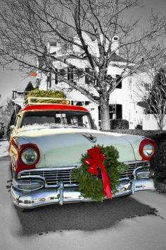 (¯`'•.♪♫ I'm thinking...this year, a wreath on the car! On second thought, let's all do it!