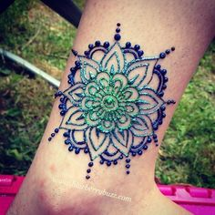 A mandala for a summery henna ankle design. I applies cosmetic glitter to the wet henna paste to add the colour. Mehndi Tattoo, Henna Tattoos, Ankle Henna Tattoo, Hand Tattoo, Henna Mehndi, Henna Art, Hand Henna, Body Art Tattoos, Paisley Tattoos