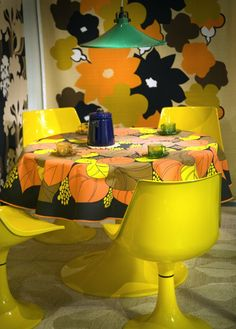 Amigo dining set 1974 (finland) The tablecloth clashes madly with the wall hangings!!! Ouch!  So much could have been accomplished in a simple beautiful way with the brilliant yellow set as a base / starting point......kp.