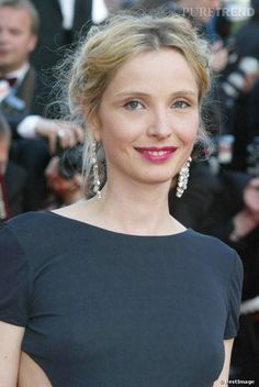 Julie Delpy is my style icon; effortlessly sleek and chic (and not afraid to have an actual figure). I especially love the neckline on this dress and the coloring.