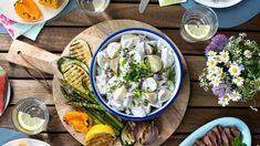 Lett potetsalat Frisk, Fresh Rolls, Sweet Potato, Cabbage, Food And Drink, Potatoes, Vegetarian, Dinner, Vegetables