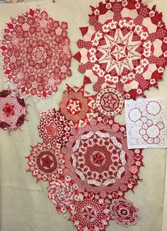 A red and white la passacaglia adventure. Portland,Me Idee om passacaglia in rood/groen kerstig te maken Millefiori Quilts, Quilting Designs, Quilting Ideas, Paper Pieced Quilt Patterns, Snowman Quilt, Two Color Quilts, Christmas Arts And Crafts, Red And White Quilts, Quilting Rulers