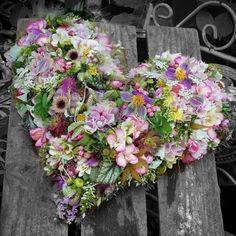 Valentines Day, Centerpieces, Floral Wreath, Wreaths, Flowers, Heart Flower, Instagram, Design, Home Decor