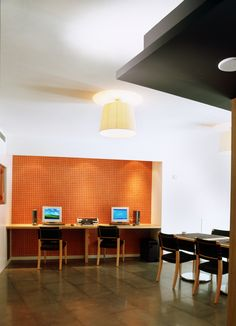 Business center | A complete business center, and free WiFi access, Hotel Jazz is without a doubt the best option for business travelers.