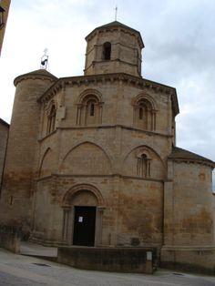 Iglesia del Santo Sepulcro de Torres del Río (Navarra). Planta octogonal con abside y torre adosados, linterna también octogonal.