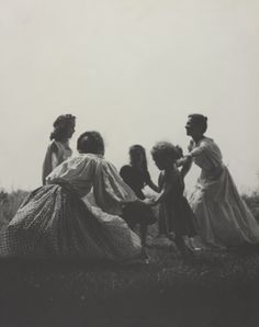 Mother and Child – Exquisitely beautiful vintage photographs of a young Tasha Tudor and her children in the 1940s.