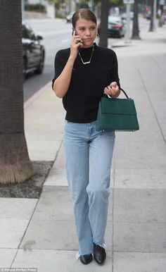 Professional: even dressed in mom jeans, Sofia Richie has a knack for showing off her svelte figure