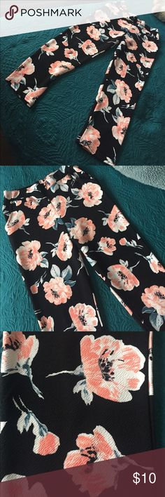 Spring time floral print high waisted pants Skinny leg, has a nice stretch to it. Also has pockets only have been worn once. Material isn't too thick, not thin either its very light weight, making it great for the spring time. Boohoo Pants Skinny