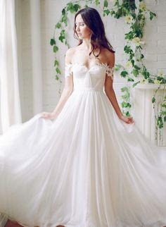 Wedding dress idea; Featured Photographer: Kayla Barker Photographer