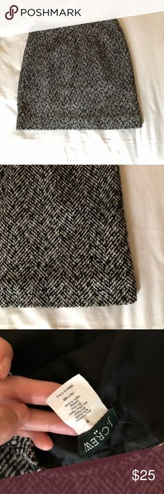 Tweed Mini Skirt Sz 0 J.crew Tweed mini perfect for Fall/winter. I no longer work in finance and don't have to dress up for work so selling all dress up clothes. Size 0 fits perfectly if you're a small petite frame. True to size. Moving and downsizing closet. Everything must go! Please check out all my other styles too! J. Crew Skirts Mini