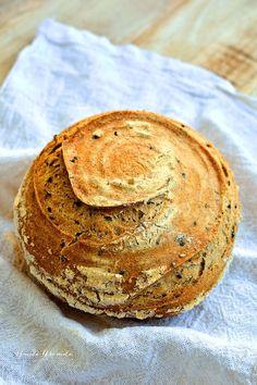Cea mai simplă reţetă de pâine cu maia naturală. Cu făină neagră şi seminţe. | Bucate Aromate Bread Recipes, Vegan Recipes, Cooking Recipes, Vegan Food, Cooking Bread, Doughnuts, Bakery, Good Food, Food And Drink