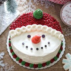 Explore the most attractive and testier Christmas Cake Recipes Ideas at Live Enhanced. Visit for more ideas to make testy cake at Christmas Festival. Christmas Cake Designs, Christmas Cake Decorations, Christmas Sweets, Holiday Cakes, Christmas Cooking, Christmas Eve, Christmas Gifts, Cake Decorating Techniques, Cake Decorating Tips