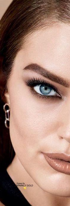 Emily DiDonato Maybelline 2018 Modelo Emily, Emily Didonato, Beauty Editorial, Top Models, Beautiful Models, Nice Tops, Maybelline, Fashion Beauty, Make Up