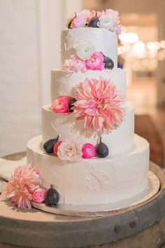 Pièce montée 2017  Whimsical Virginia Farm Wedding Wedding Real Weddings Photos sur WeddingWire