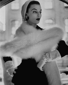 She is just oozing confidence and elegance. This is one of my favorite pictures. --Beba