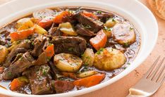 L'authentique bouilli canadien Beef And Potato Stew, Easy Beef Stew, Carne En Trocitos, Best Spanish Food, Tomato Salsa Recipe, Slow Cooker Black Beans, Tapas Dishes, Stewed Potatoes, Iftar