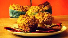Cinnamon Apple Crumble Muffins sind Apfel Muffins mit knusprigen Zimt Streuseln.