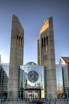 Does this count as a clock tower? One entryway to the modern Grant MacEwan University campus in downtown Edmonton, Alberta. O Canada, Alberta Canada, Canada Ontario, World University, Canadian History, Unique Buildings, Kirchen, Willis Tower, Cool Photos