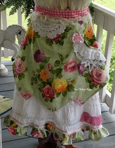 ~~Tea's Hope Chest~~: Rose Tattered Apron