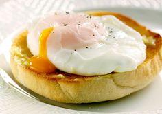 Яйцо-пашот https://foodmag.me/yajtso-pashot  Время приготовления: 15 мин. Сложность приготовления: Очень просто Калорийность: 75 Ккал Количество порций: 4 Количество ингредиентов: 4  Ингредиенты: 1,5 л воды. 2 ч. л. соли,. 4 яйца. 90 мл уксуса.  Этапы приготовления: Воду довести до кипения, уменьшить огонь и дождаться, когда вода начнет кипеть очень слабо. Добавить уксус и соль. Рядом поставить миску с холодной водой. Одно яйцо аккуратно разбить в небольшую миску. Деревянной ложкой сделать в…