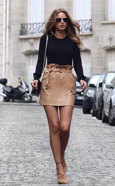 Awesome outfit for spring / black top + bag + beige skirt + heels. Outfits Jeans, Crop Top Outfits, Gym Outfits, Beige Skirt Outfit, Stylish Outfits, Fashion Outfits, Fashion Trends, Fashion Styles, Casual Chic