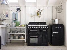 Retro Kühlschrank Und Standherd Der Kultmarke #Smeg In Schwarz! #interior  #kitchen
