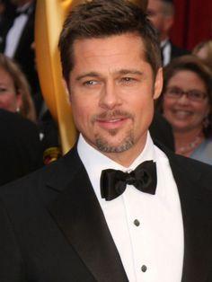 Acteur, sex-symbol, papa en série... Brad Pitt fait fantasmer les femmes depuis des années. Désolées mesdames : monsieur vient d'épouser la bombe Angelina Jolie. L'occasion de soupirer devant les photos marquantes de l'homme (marié) le plus charmant d'Hollywood.