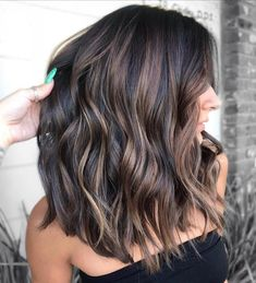 New hair short balayage brunette Ideas Short Balayage, Hair Color Balayage, Brunette Hair Color With Highlights, Summer Hair Color For Brunettes, Color Highlights, Highlights For Dark Brown Hair, Dark Balayage, Highlights For Brunettes, Brunette Fall Hair Color