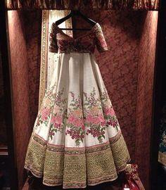 """""""Details on this @sabyasachiofficial #ivory and #pink #bridallehenga #newflagshipstore #indianwedding #indianbrides #indiandesigners #sabyasachi…"""""""