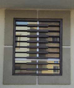 protecciones casa modernas - Buscar con Google Home Grill Design, Window Grill Design Modern, Grill Door Design, Home Room Design, Window Design, Front Gate Design, House Front Design, Fence Design, Window Security Bars