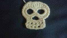 Ravelry: Skull Applique pattern by Maria Rodriguez Crochet Cowl Free Pattern, Crochet Earrings Pattern, Easy Crochet Patterns, Free Crochet, Knit Crochet, Crochet Appliques, Irish Crochet, Crochet Skull, Crochet Gloves