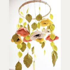 Suspension florale en feutrine